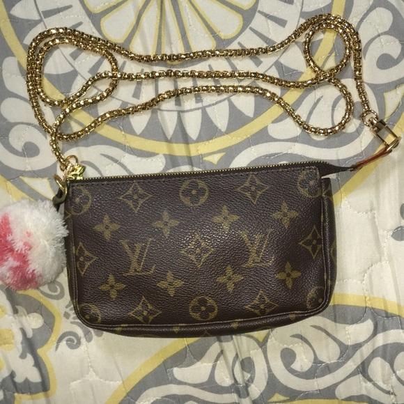 dfcd59180dd7 Louis Vuitton Handbags - Louis Vuitton Mini pochette Accessories Crossbody